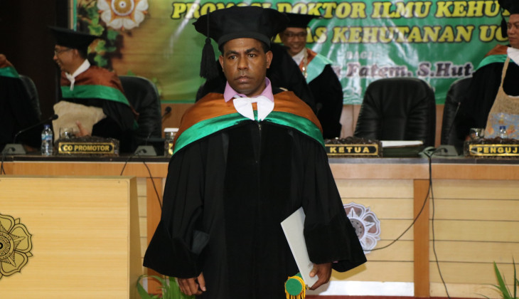 Sepus Marten, Putra Asli Papua Raih Doktor Dengan Predikat Cumlaude
