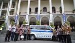 UGM Terima Bantuan Beasiswa dan Ambulans Bank BPD DIY