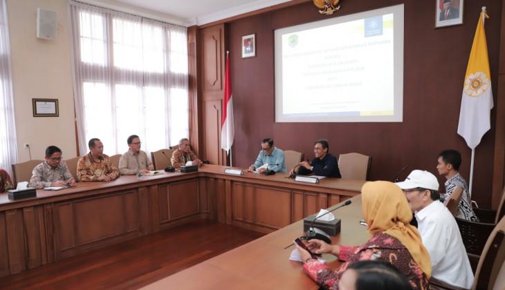 Angkat Ekonomi Petani Karet, Kabupaten PALI Gandeng UGM