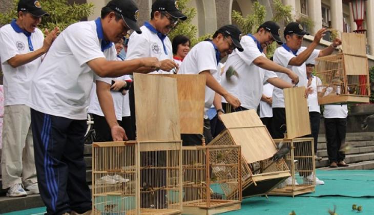 Lepas 63 Ekor Burung, Tandai Pembukaan Dies UGM