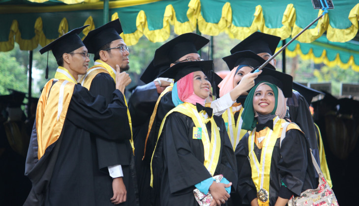 UGM Inaugurates 1,074 Graduate Students